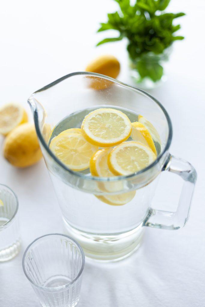 water full of lemon